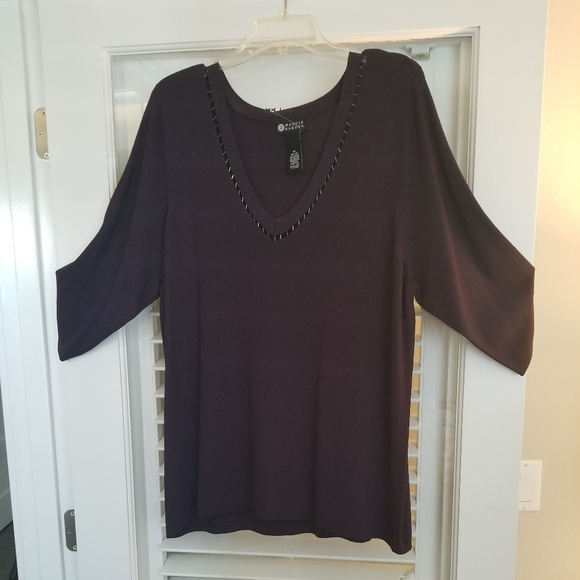 Maggie Barnes 1x Vneck Light Ribbed Sweater